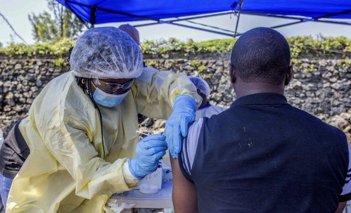 seance-de-vaccination-contre-ebola-mercredi-a-goma-a-l-est-de-la-rdc-photo-pamela-tulizo-afp-1565952485